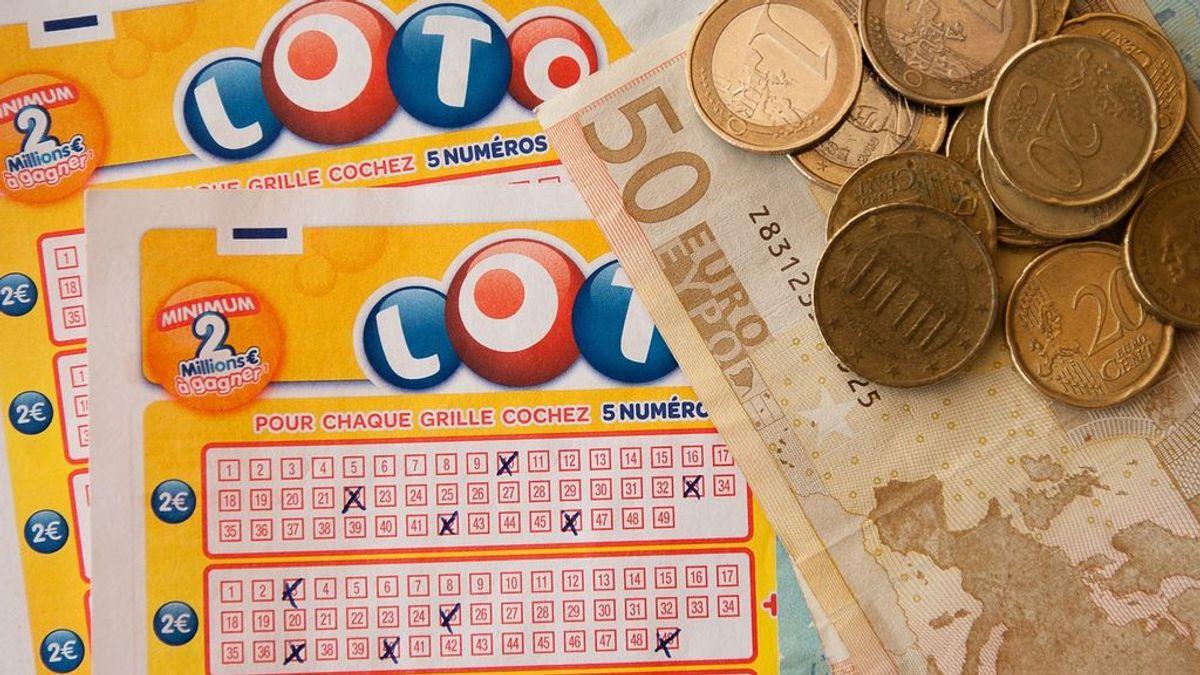 Una equivocación les convierte en millonarios: compran por erros  2 boletos de lotería iguales y les toca el premio
