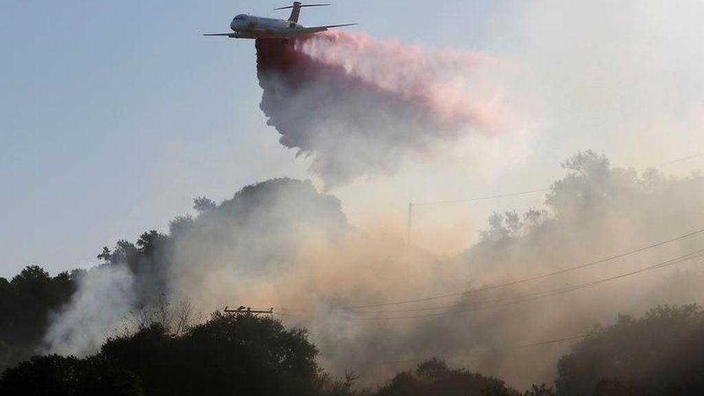 Los incendios que asolan California desde hace dos semanas, contenidos al 70%