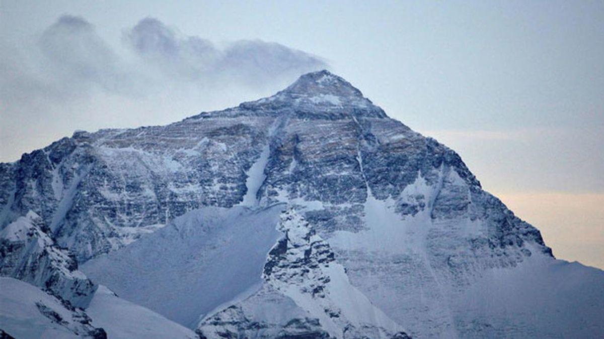 Los dos hermanos que acompañaban al montañero español que murió en el Himalaya son evacuados a un hospital