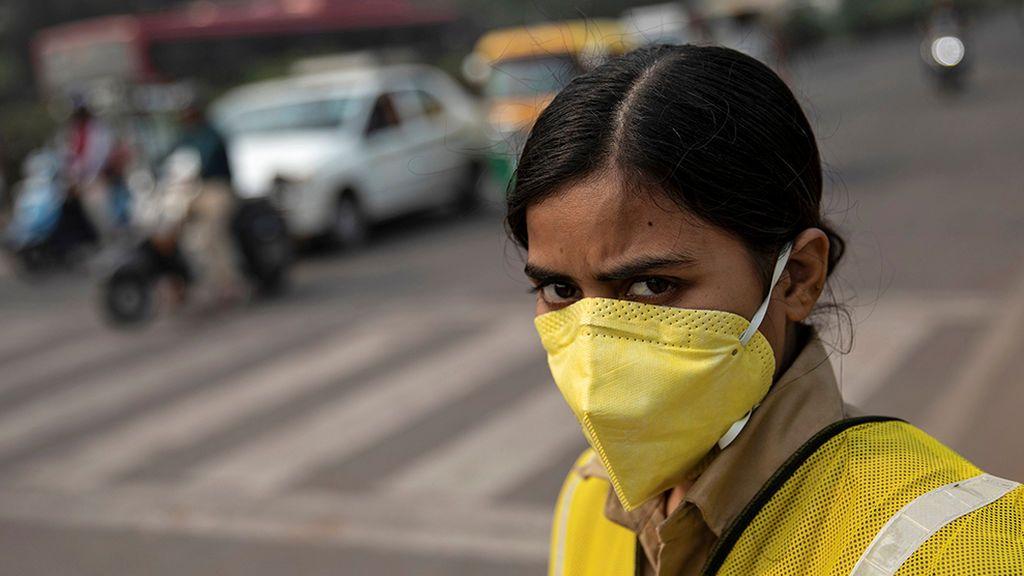 Emergencia por contaminación en Delhi: vuelos desviados y algunos coches prohibidos