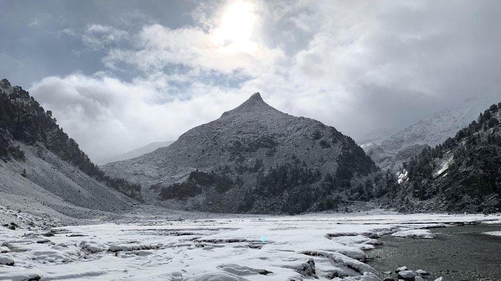 Nieve a 1.400 metros: las montañas de la Península se cubren de blanco