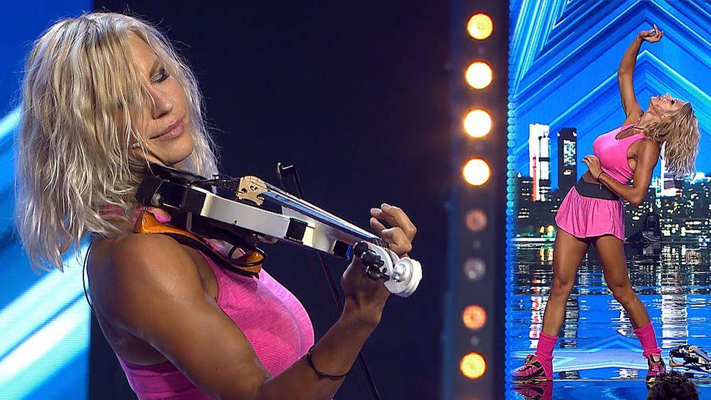 La polifacética Katy Tindemark muestra todos sus talentos juntos en el escenario