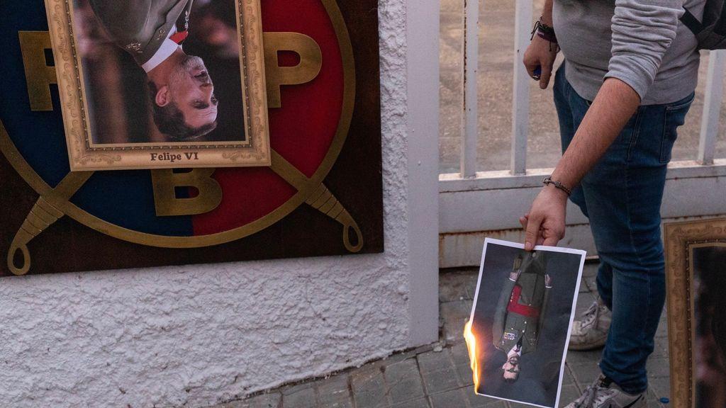 Queman fotos del Rey en España