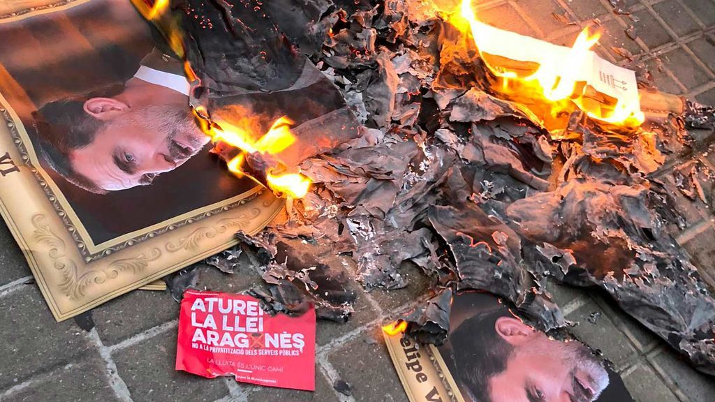 Fostos de Felipe VI quemadas