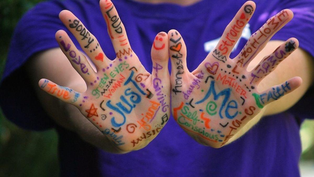 Manos arriba: Lo que significan las líneas de tu mano