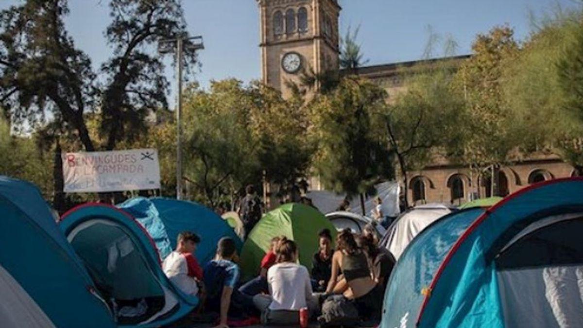 La Junta Electoral  permite quedarse a los acampados en la Universidad de Barcelona sin símbolos políticos
