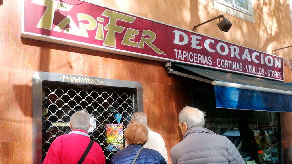Encuentran a un hombre muerto  en su tapicería de Madrid