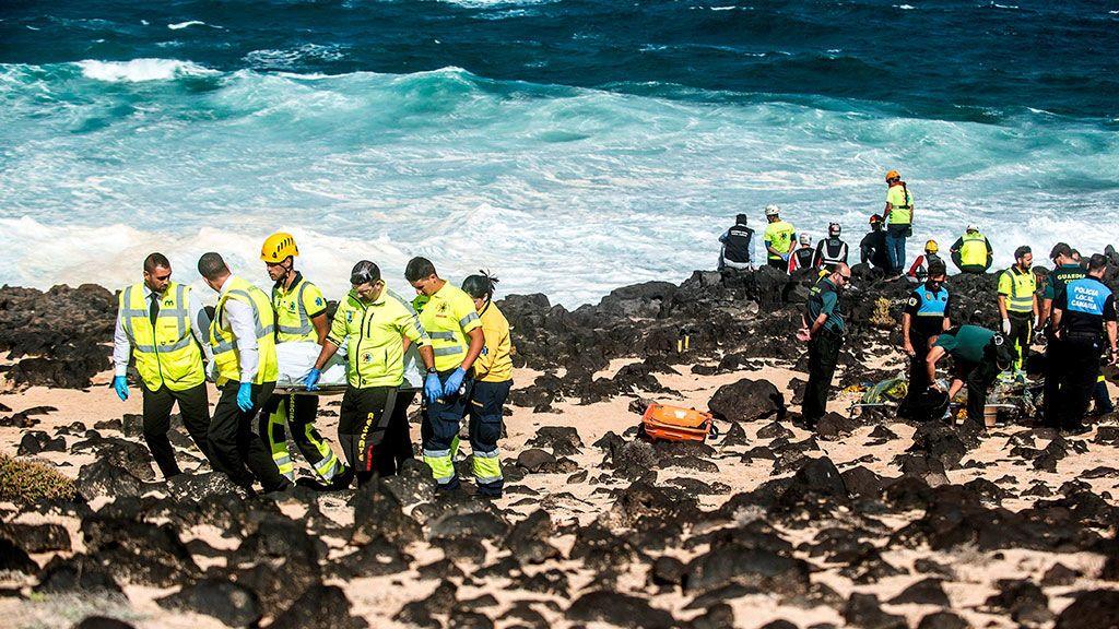 Mueren cinco inmigrantes al volcar una patera en Lanzarote