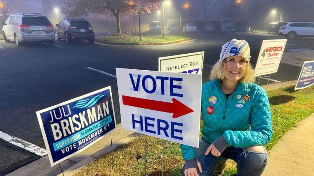 La mujer que sacó el dedo a Trump ha ganado las elecciones en Virginia