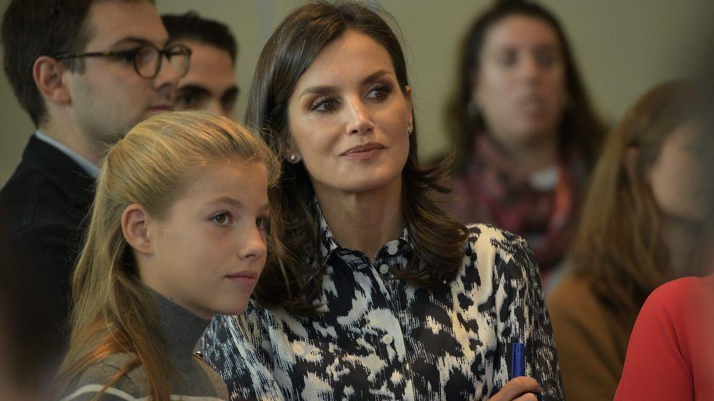 Los pantalones 'low cost' que la infanta Leonor ha copiado a su madre, la reina Letizia: dónde puedes conseguirlos