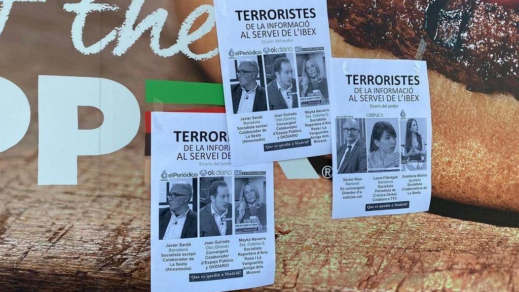 """Aparecen carteles anónimos llamando """"terroristas de la información"""" a varios periodistas"""