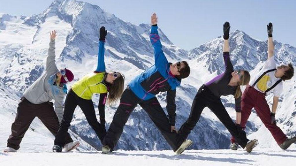 'Yogasquí': el nuevo deporte para relajarse en la nieve