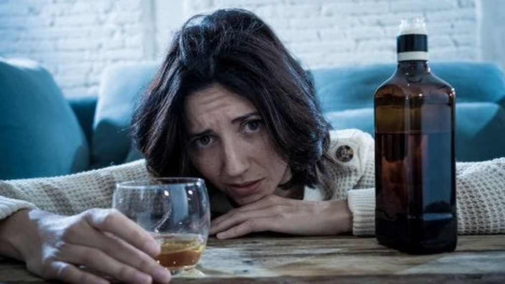 mujer-problemas-alcohol-500x353