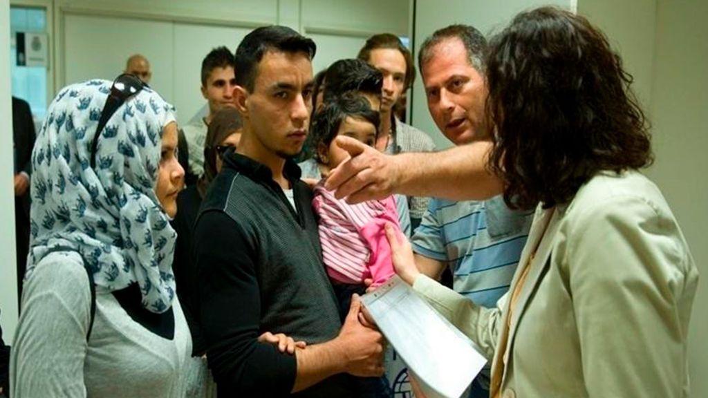 El Defensordel Pueblo ve insuficiente 9.000 plazas de acogida con 65.527 peticiones de asilo