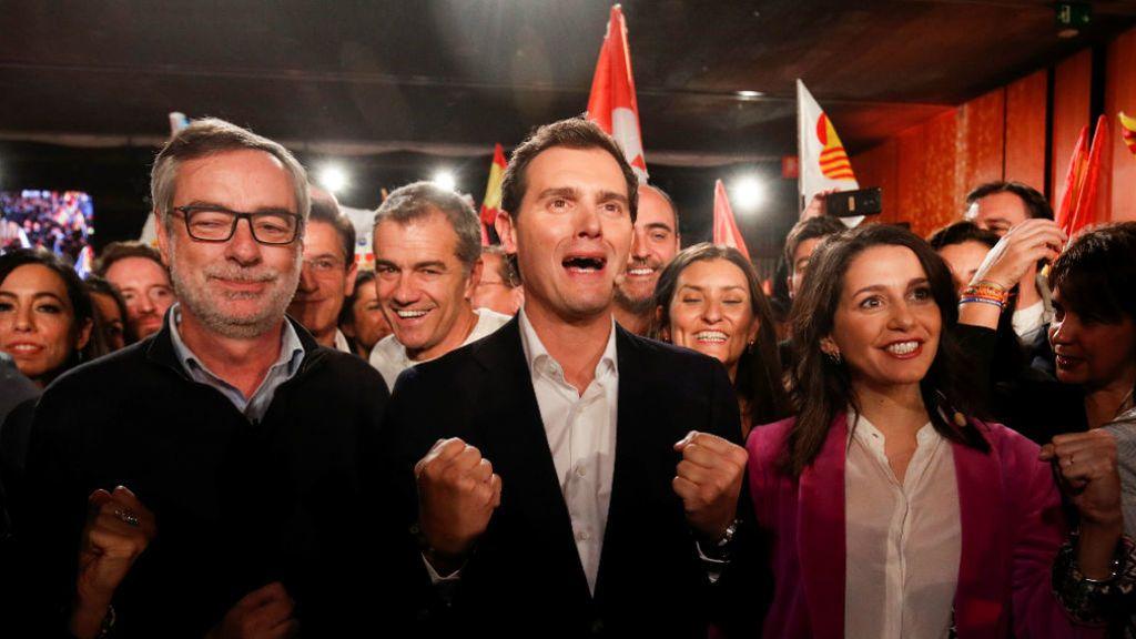 Rivera se rodea de los suyos en la última noche de campaña