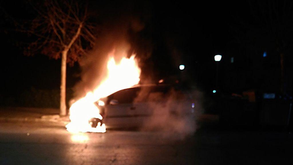 El coche de C.O ardiendo