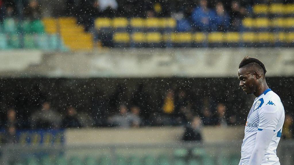 """Ultras del Brescia critican a Balotelli por su """"arrogancia"""" tras los ataques racistas que recibió en Verona: """"Fueron hechos aislados"""""""