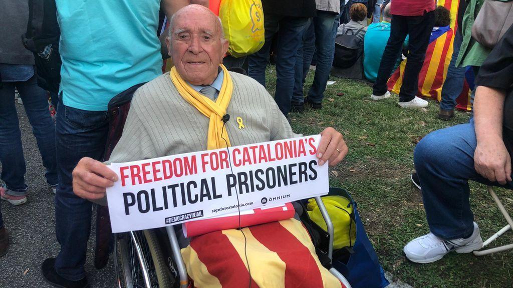 El abuelo 'indepe' de 99 años que no se pierde una 'mani'