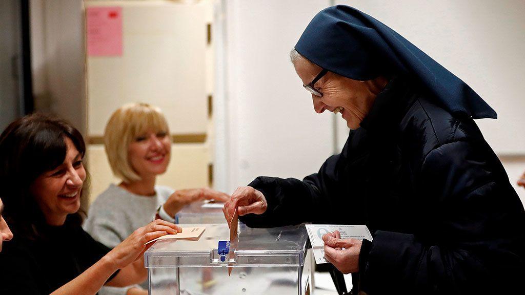 Sor Martina Romero, de la compañía de Las Hijas de la Caridad ejerce por primera vez su derecho a votar en estas elecciones después de estar durante toda su vida como misionera en Haiti