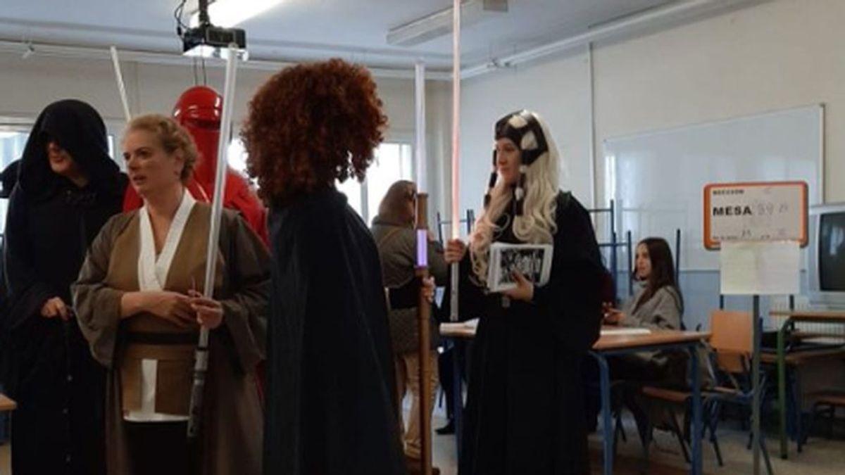 Que la fuerza del voto les acompañe: En Sevilla votan disfrazados de Star Wars