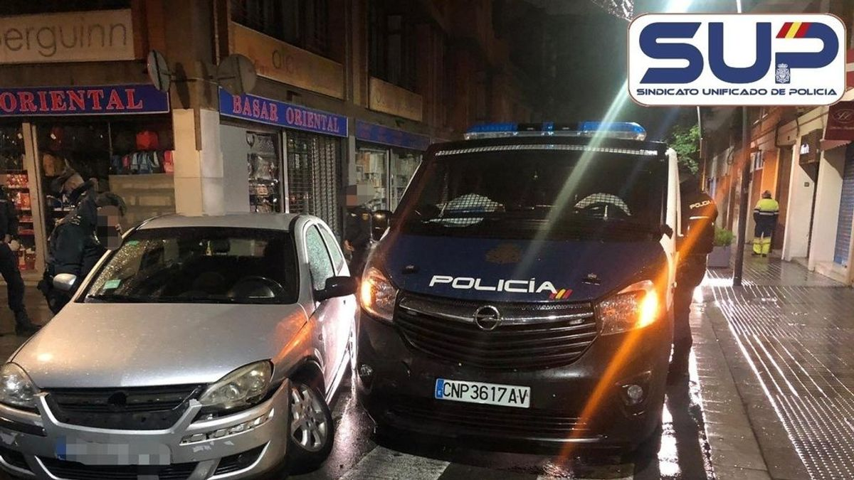 Cinco agentes de Santiago que iban de refuerzo a Barcelona heridos en un accidente provocado por un borracho