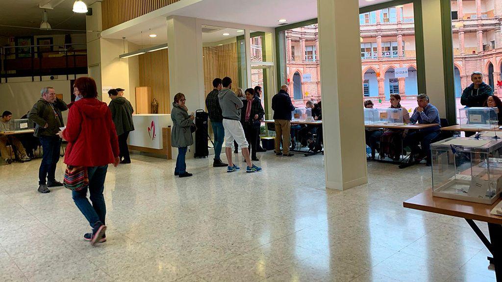 Abren los colegios electorales en Cataluña