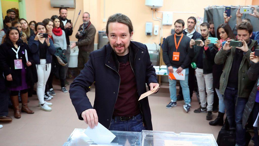 Pablo Iglesias ya ha pasado por el colegio electoral