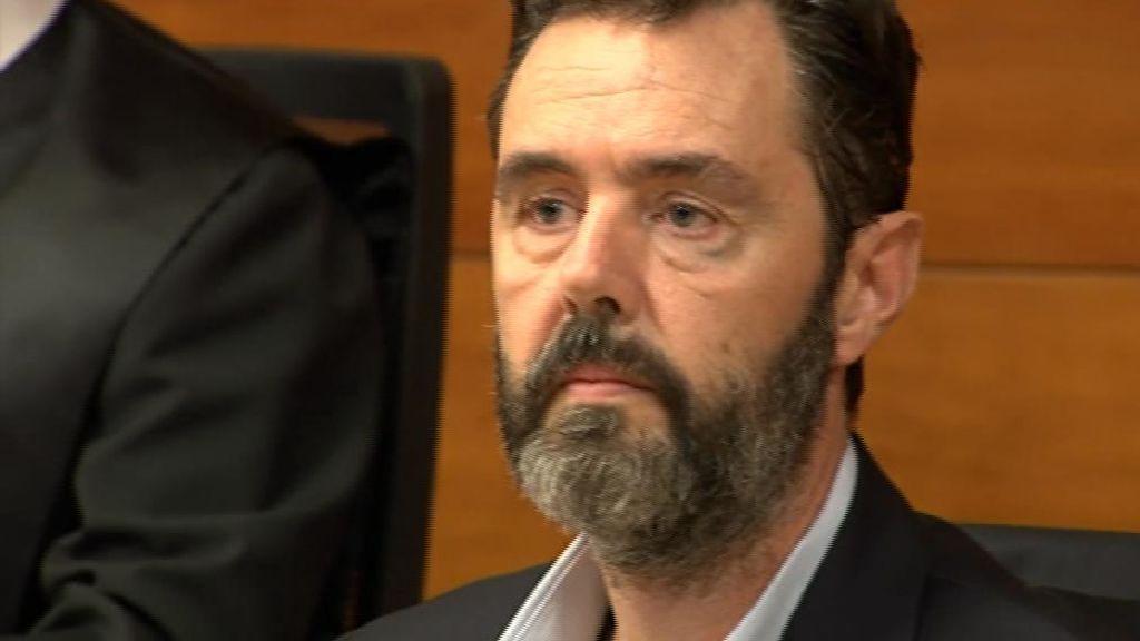La emoción de Miguel López al declararle no culpable del crimen de la CAM