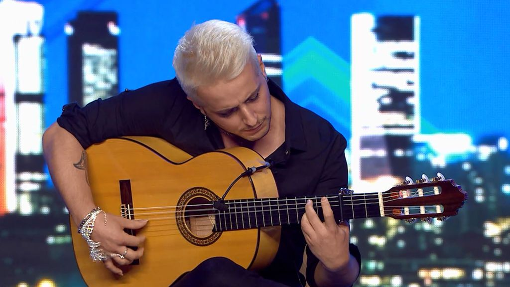 "Jero, un londinense apasionado de la guitarra española: ""Me dedico al flamenco desde niño"""
