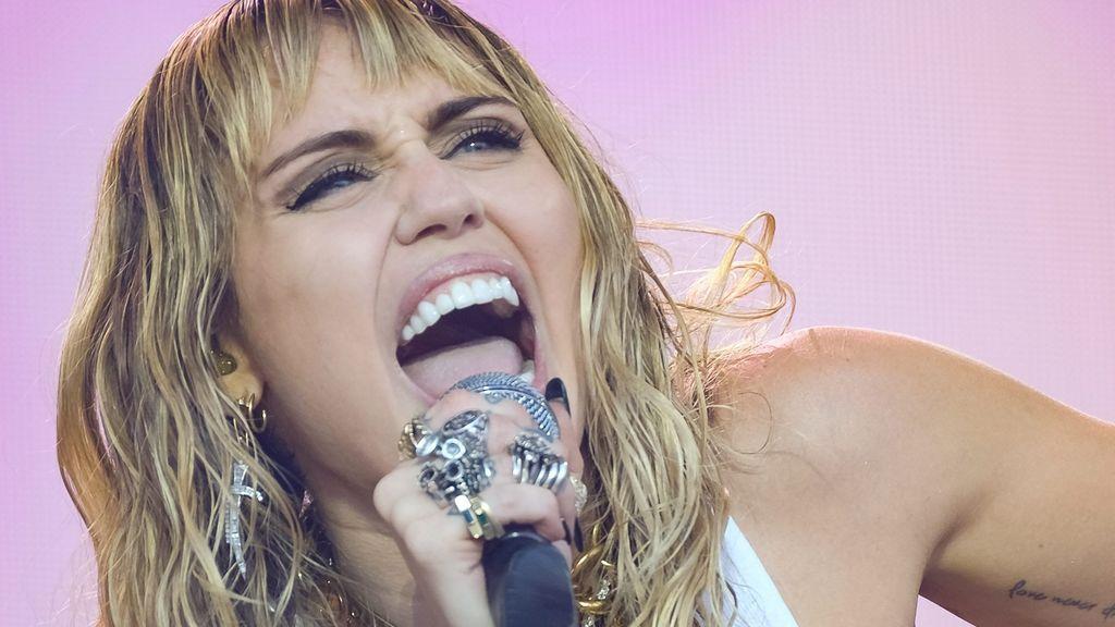 Miley Cyrus ha sido operada de urgencia de las cuerdas vocales y tendrá que estar meses alejada de los escenarios
