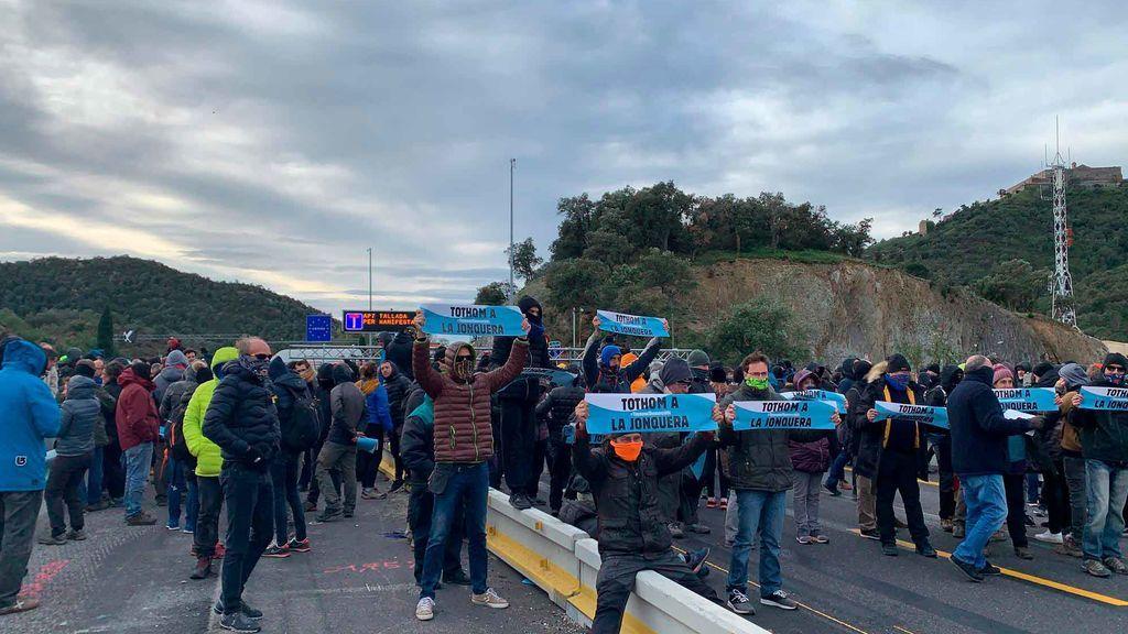 En directo:  radicales cortan la frontera de La Junquera