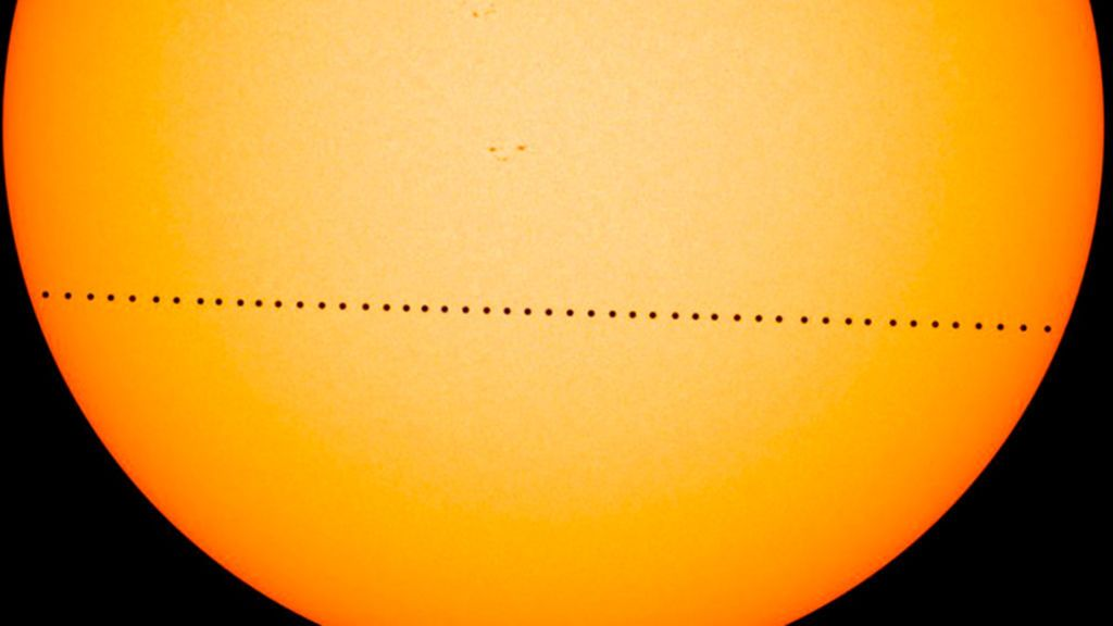Mercurio se pasea este lunes por delante del Sol