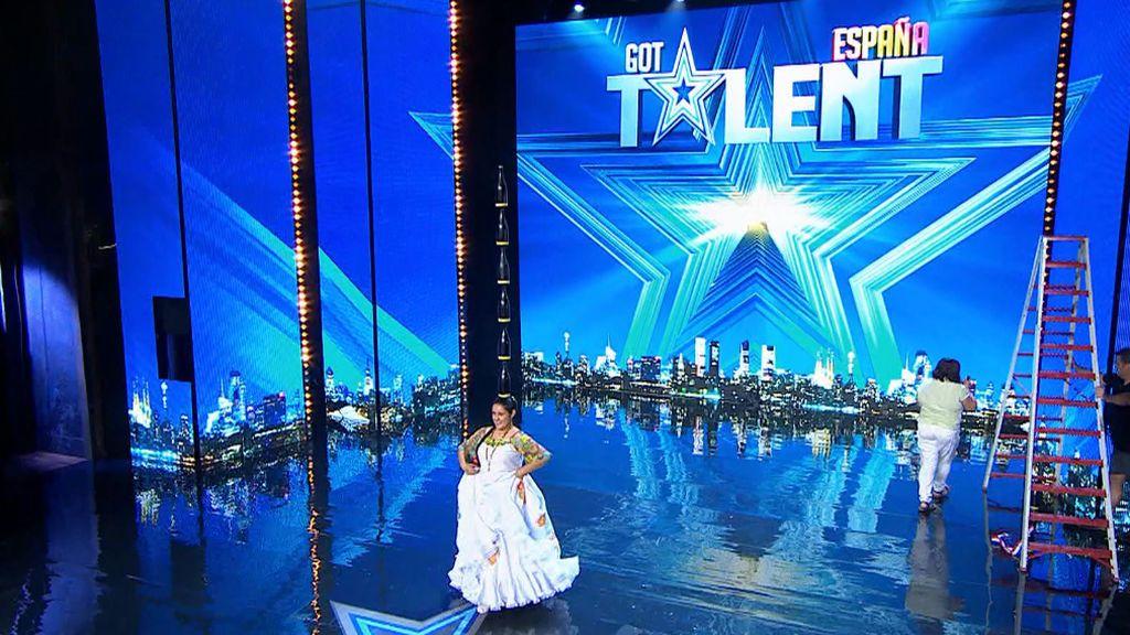 Lo nunca visto en 'Got Talent': Erika Vega baila una danza típica paraguaya con diez botellas en la cabeza