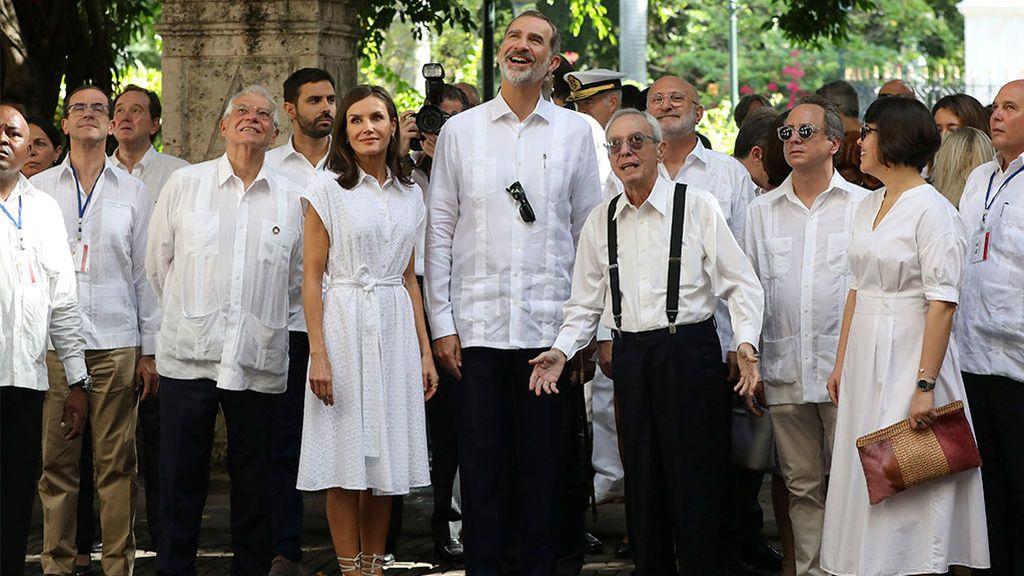 Felipe y Letizia junto a Eusebio Leal, el historiador oficial de la Habana