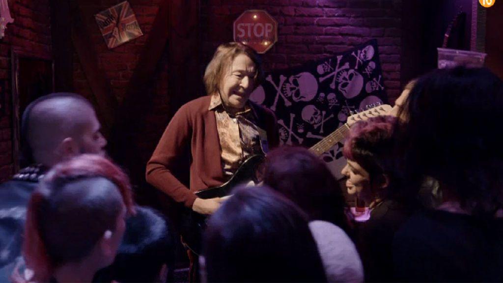 Fina, la guitarrista senil