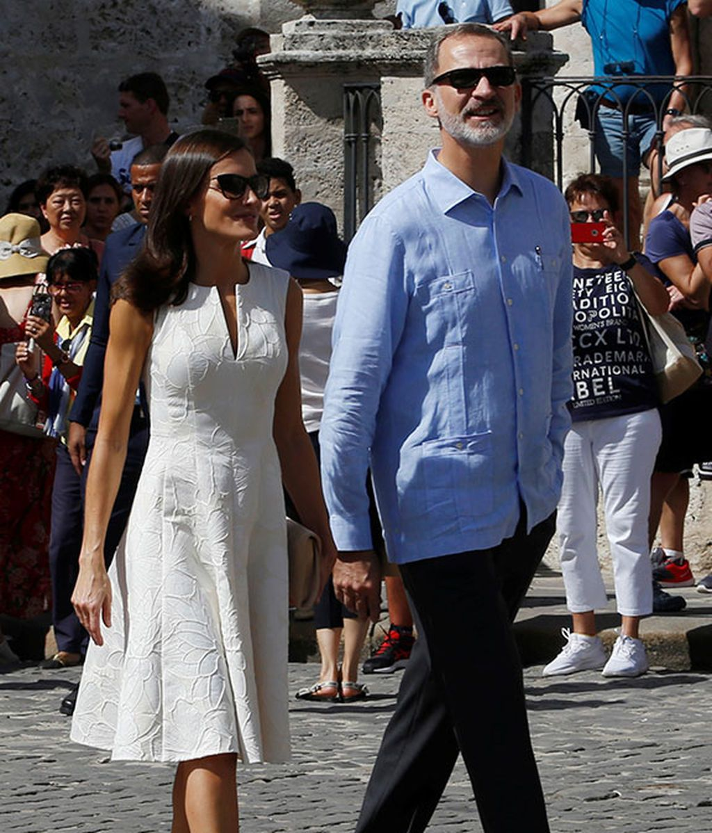 Felipe y Letizia paseando de la mano por la Habana Vieja