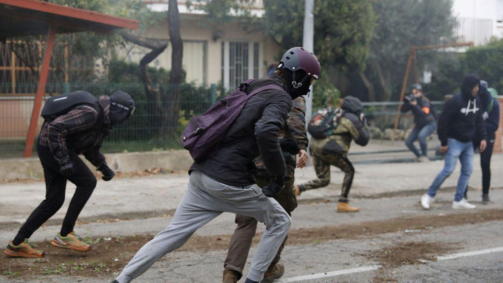 Los independentistas radicales responden a pedradas a los Mossos en la AP-7
