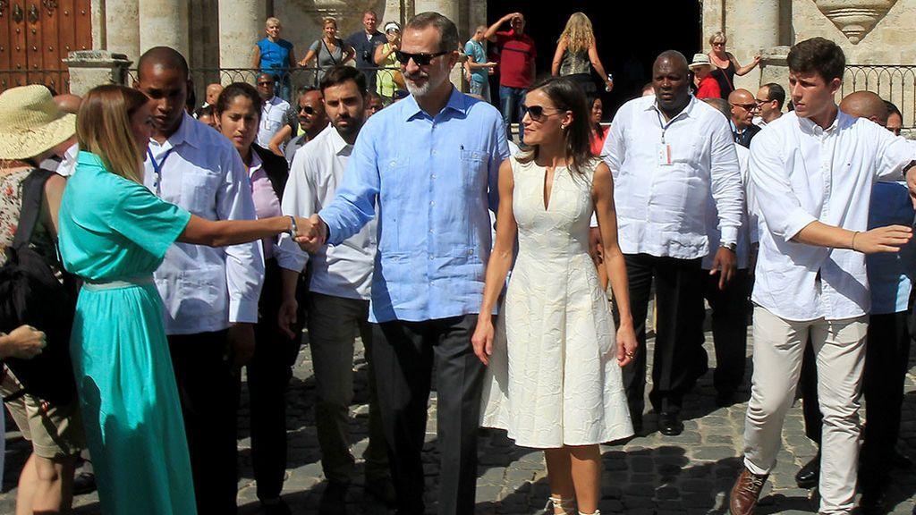 Los Reyes caminando por la Habana Vieja