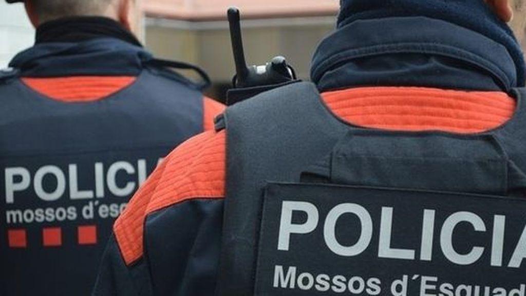La Stasi de Puigdemont: la libreta negra que califica a los Mossos por su ideología