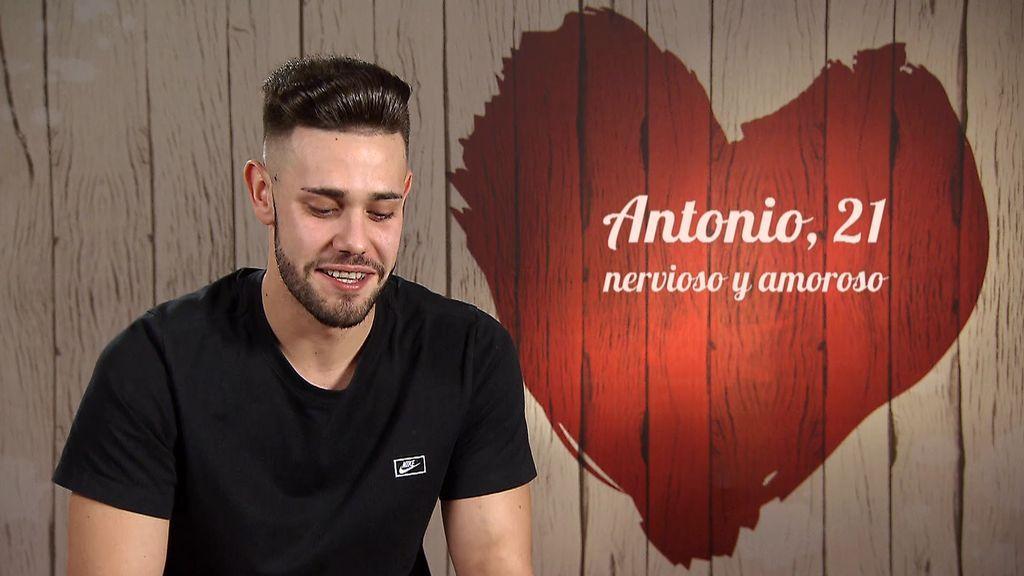 """Las uñas mordidas de Antonio espantan a Ángeles: """"Tienes unas manos horribles"""""""