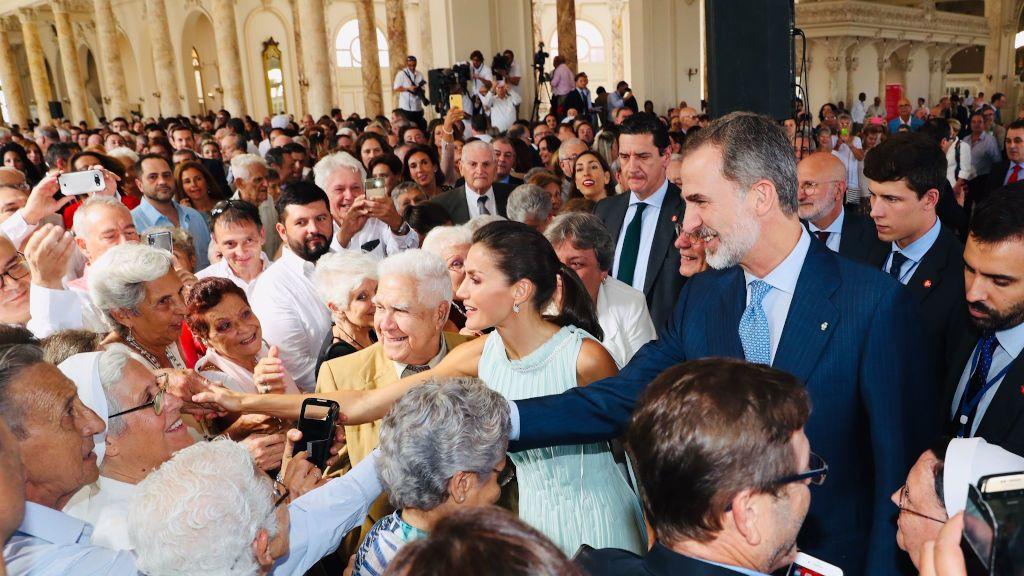 Los Reyes presiden la recepción a la colectividad española