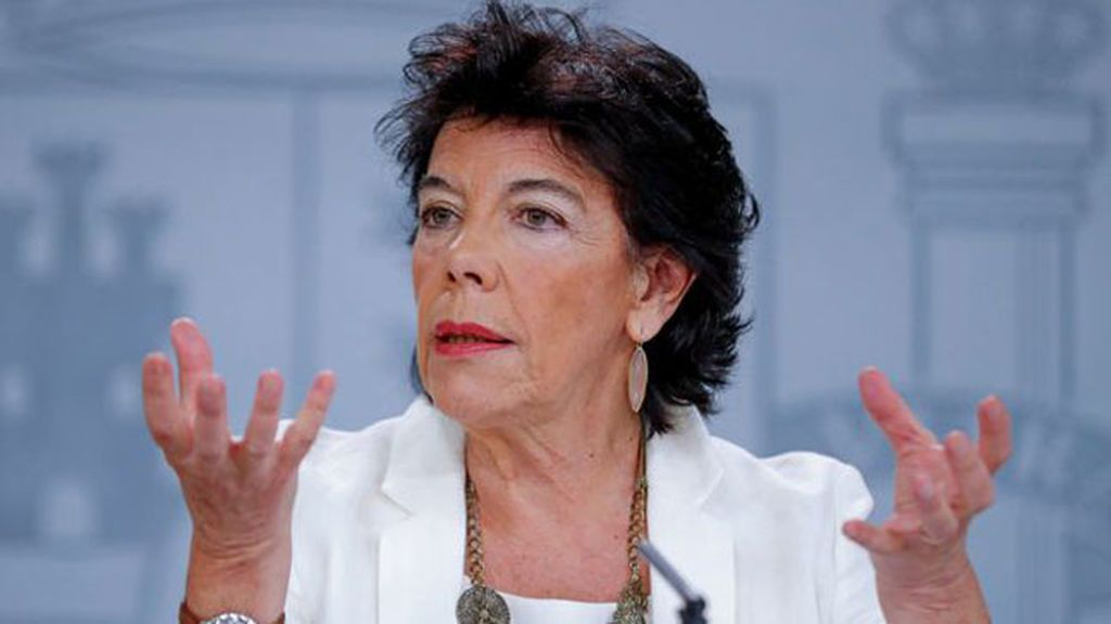 Isabel Celaá niega que la elección de la enseñanza religiosa sea un derecho constitucional