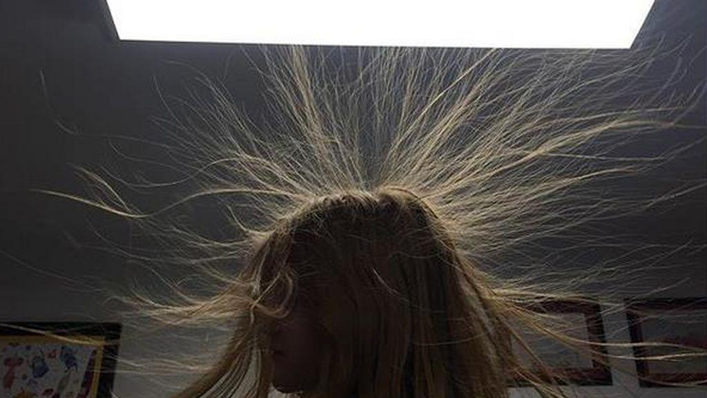 Electricidad estática: cómo quitarla del pelo y la ropa cuando empieza el frío