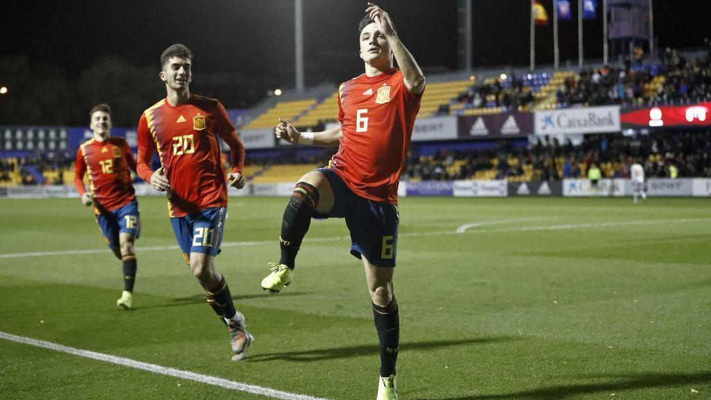 Manu García sienta a tres defensas y resuelve en el mano a mano contra el portero de Macedonia