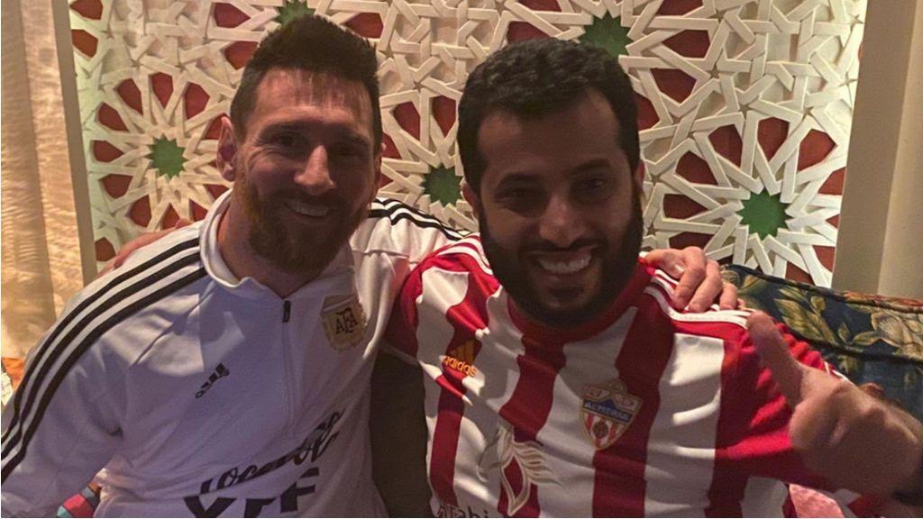 """La propuesta del jeque del Almería a Messi para preocupar al Barcelona: """"Espero tenerte en mi equipo en 5 años"""""""