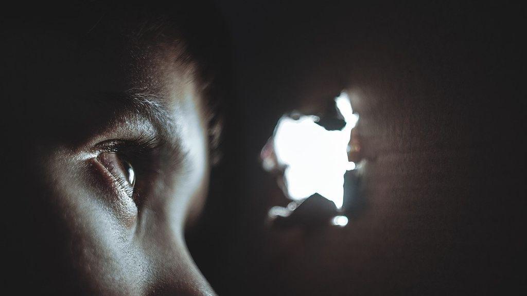 La policía encuentra a 26 niños menores de 3 años ocultos en el sótano del dueño de una guardería