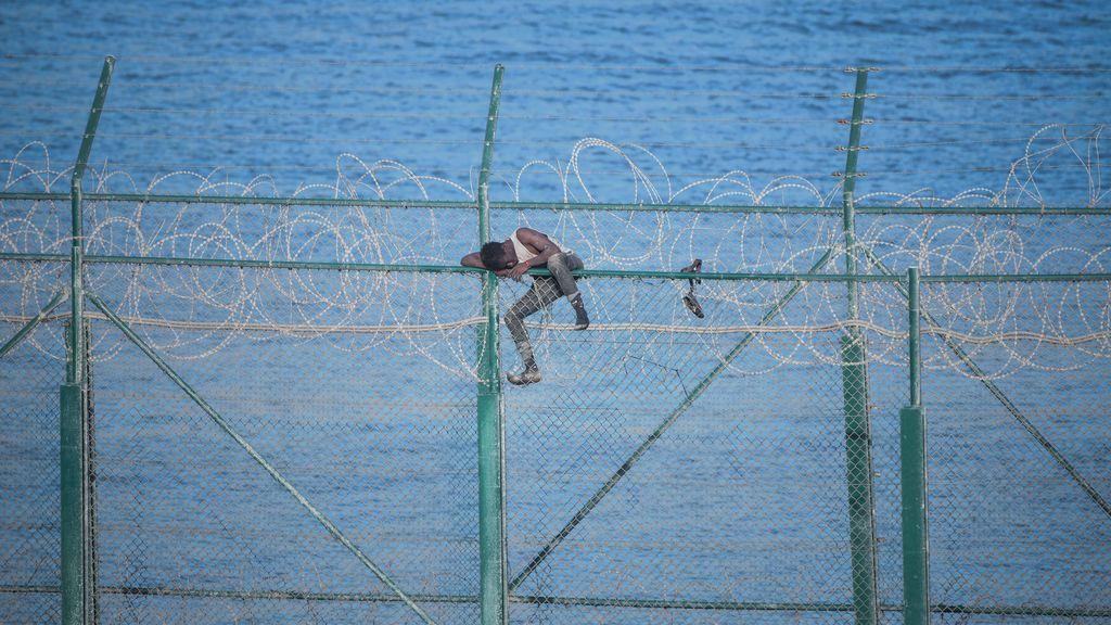 El Gobierno retirará las concertinas de las vallas de Ceuta y Melilla antes de que acabe el mes
