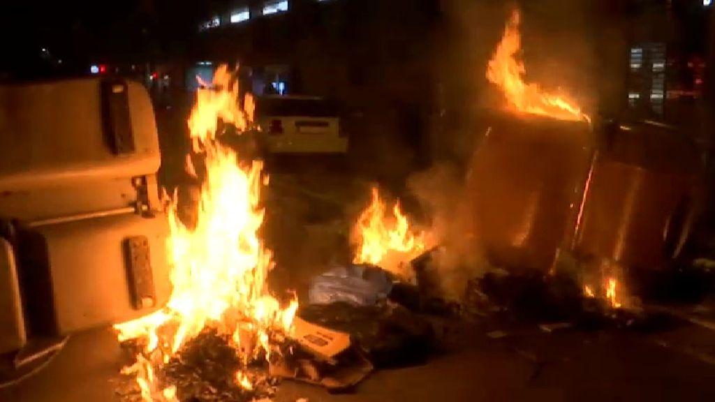 Vuelven a arder contenedores en las calles de Barcelona