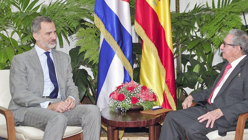 La foto del encuentro sorpresa entre el rey y Raúl Castro