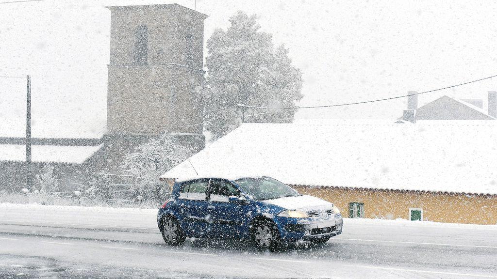 La nieve complica las carreteras, sobre todo en el norte